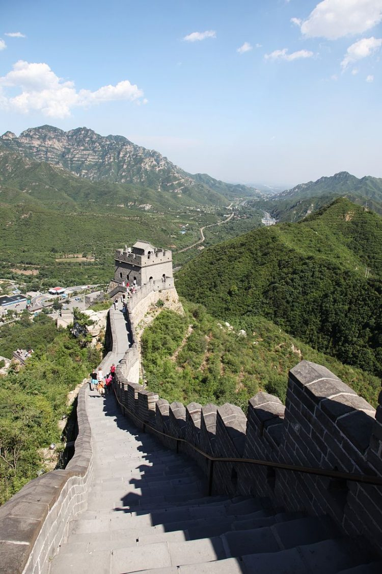 Вид Великой Стены в районе Цзюйюнгуаня.