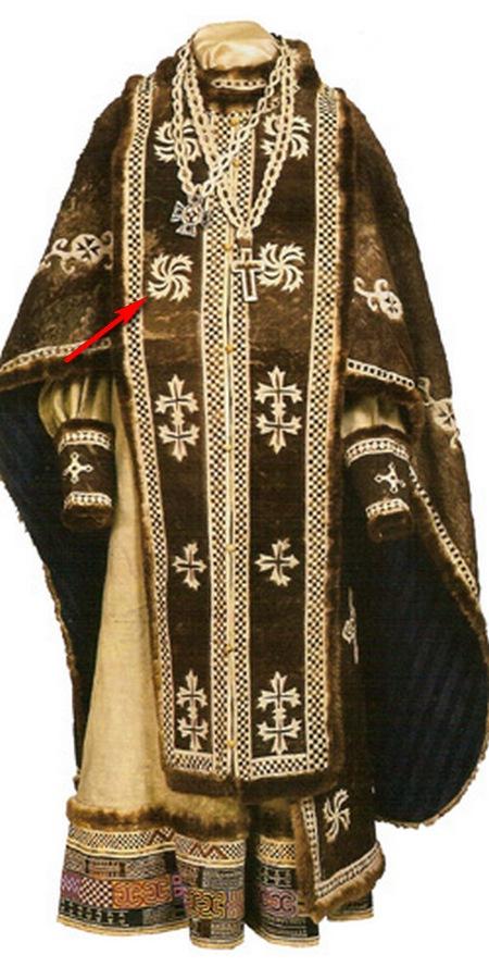 Риза (фелонь). Спецодежда священника вышита нитями из чистых золота и серебра.