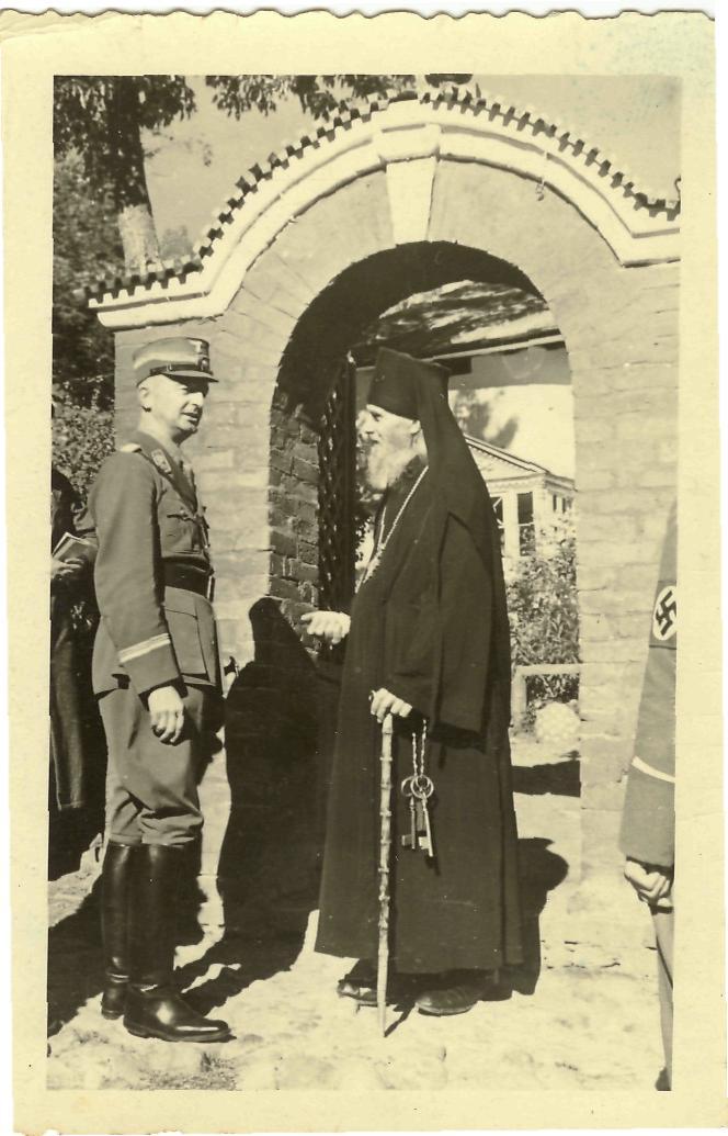 Представитель фашистской комендатуры и отец Павел.