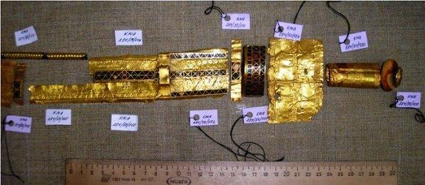 Декор из золота - всё что осталось от скифского меча.