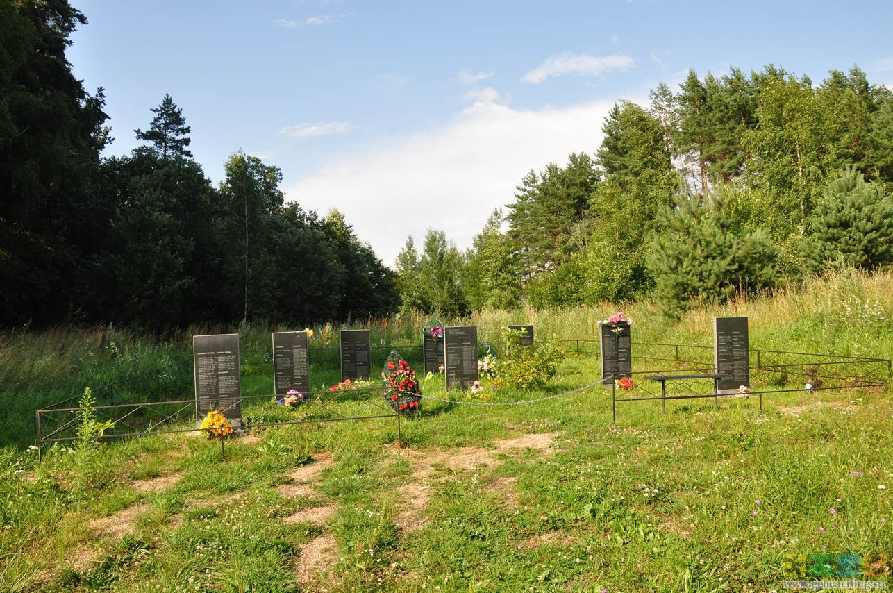 Памятные стелы с именами погибших во время ВОВ жителях д. Кирово.