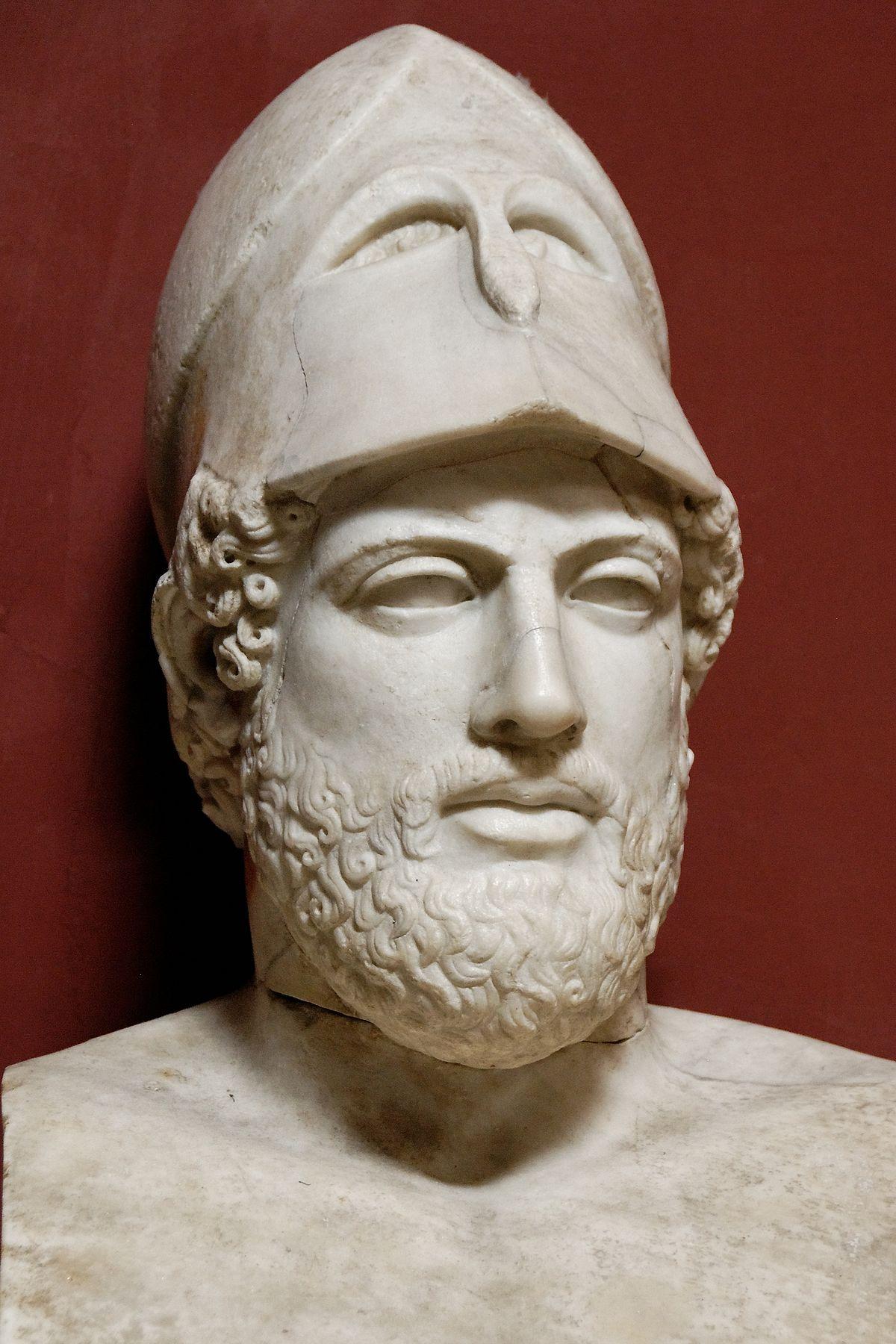 А у Перикла и голова, говорят, была строго по форме шлема. За то и прозвали его Яйцеголовым.