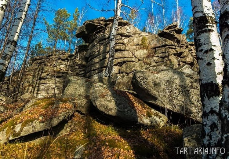 Felsen-Reste auf dem Berg Popen-Insel.