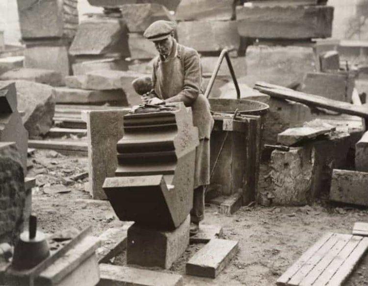 """Строительство """"средневековой"""" англиканской церкви в Ливерпуле. 1930г."""