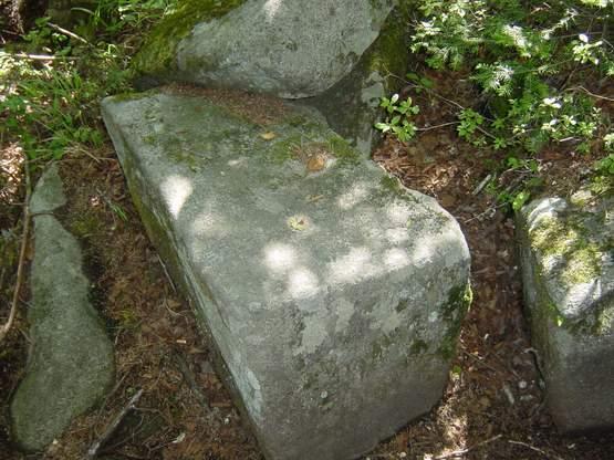 """Камень """"природного происхождения"""""""