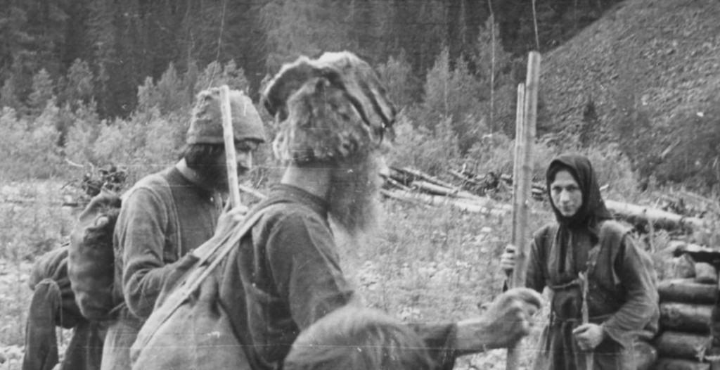 Скит отшельников староверов в горах Западного Саяна (Хакасия).