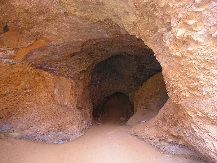 Древний золотоносный карьер sibved