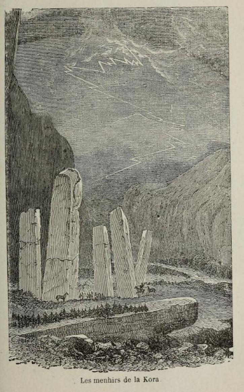 Белые стелы гигантских размеров в ущелье реки Кора в горах Алатау