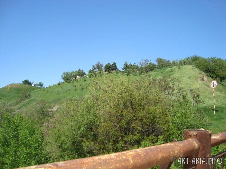Южный вал Александровской крепости, высотой около 12 метров