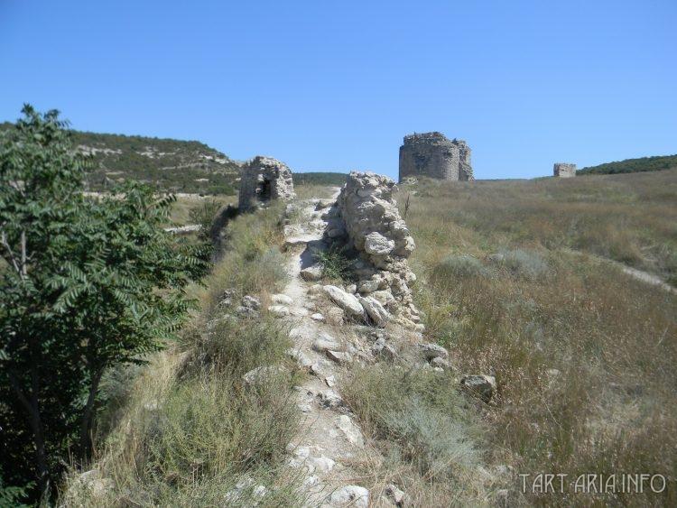 Остатки башни № 5 и куртины