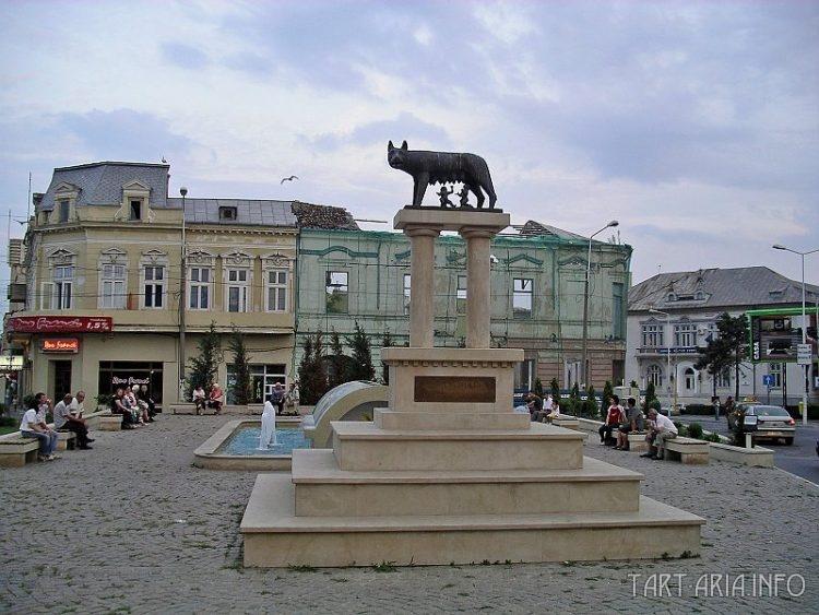 Статуя волчицы