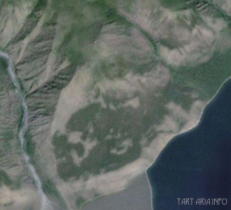 Рис. 1. Фигура на склоне левого берега реки Риты, 2002 г.