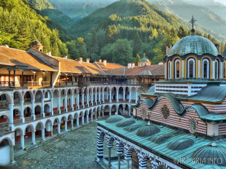 Рис. 12. Рильский монастырь, Болгария. Изнутри.