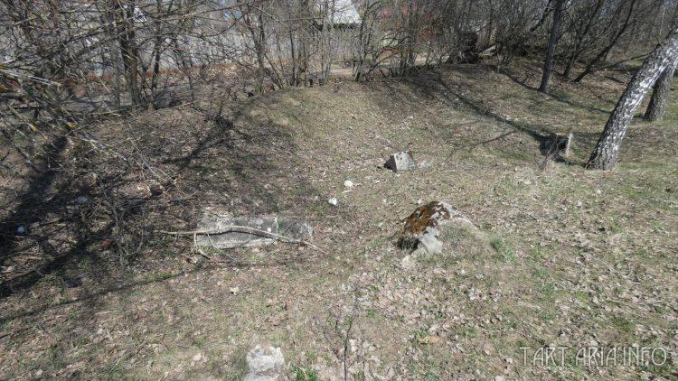 Камни на кладбище