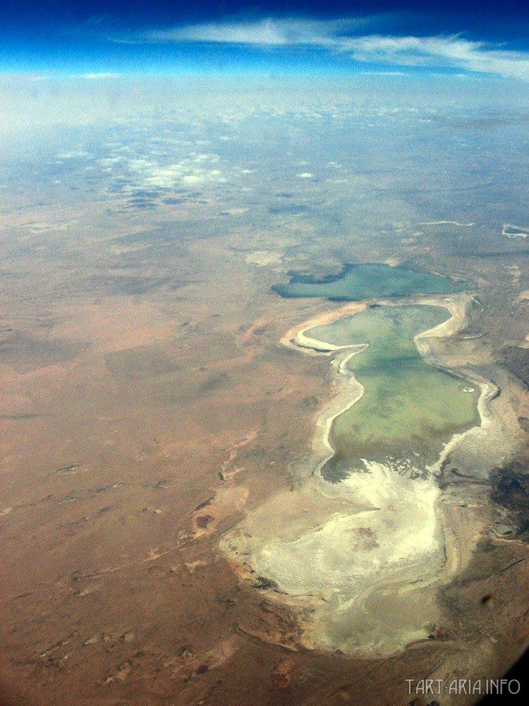Соленое озеро в пустыне Гоби. Источник