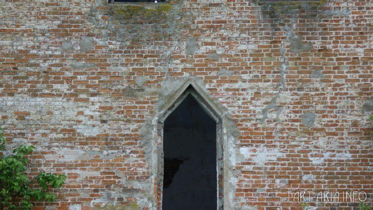 Дом охраны. Пробитая дверь