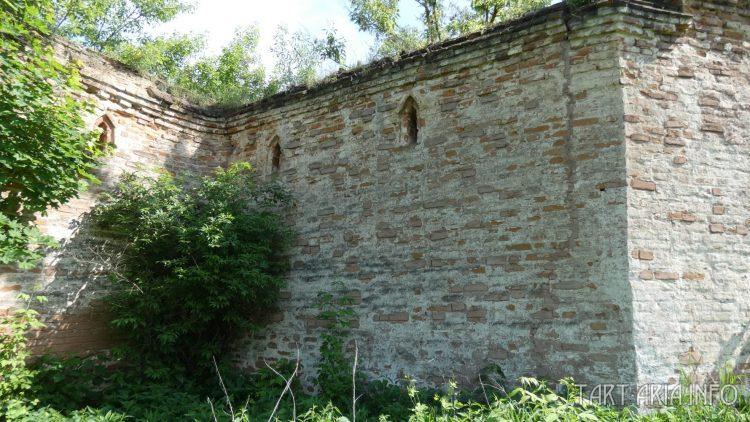 Трещина в крепостной стене