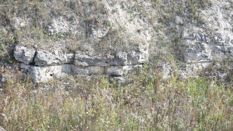 Каменная кладка в соседнем овраге