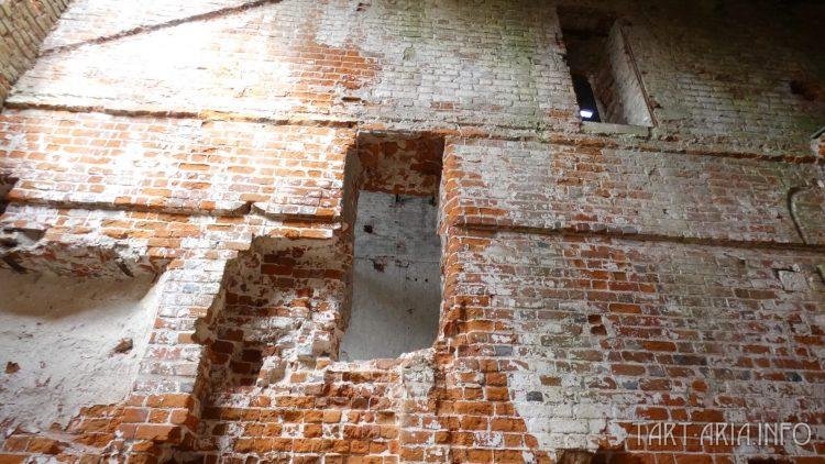 Штробы на стене