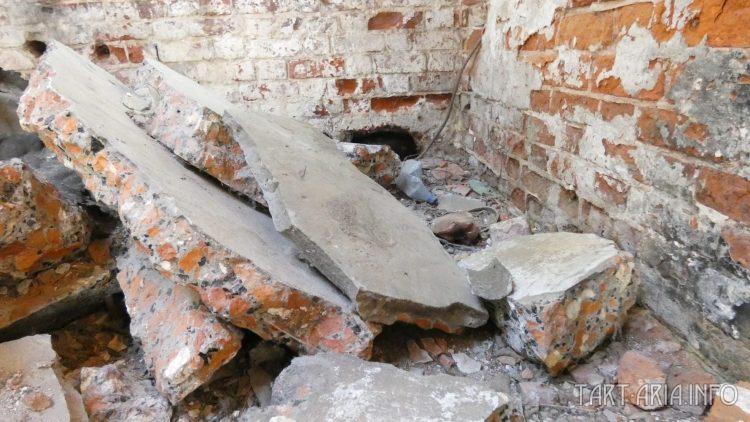 Остатки арок, в главном корпусе