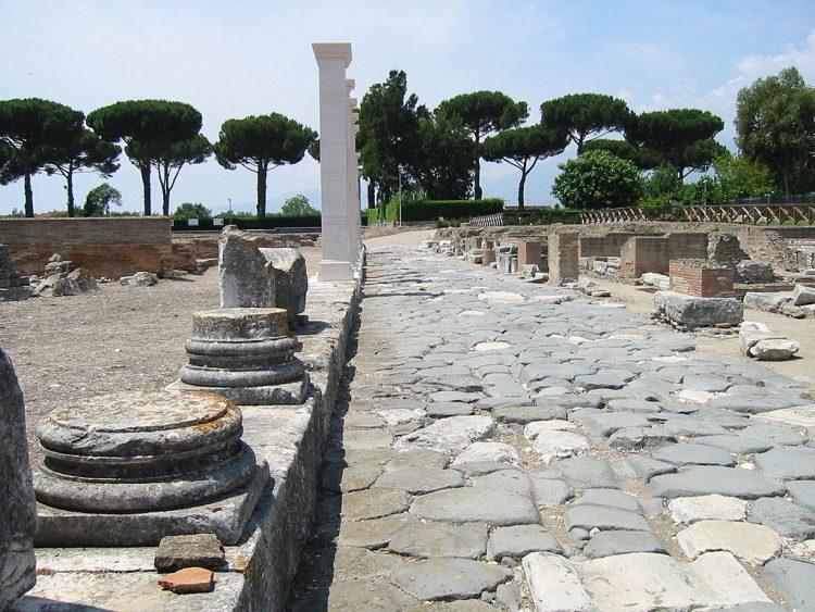 Аппиева дорога на территории древнего города Минтурно. Источник